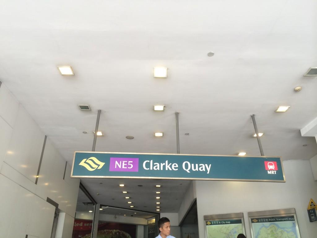 Вход в станцию метро