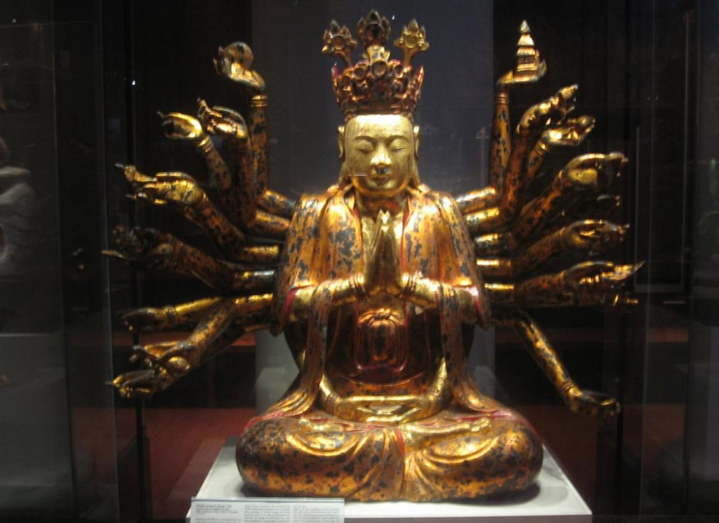 Фигура многорукой Куан Ам