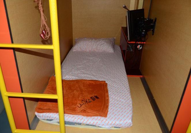 Номер отеля-капсулы Woke Home Capsule Hostel