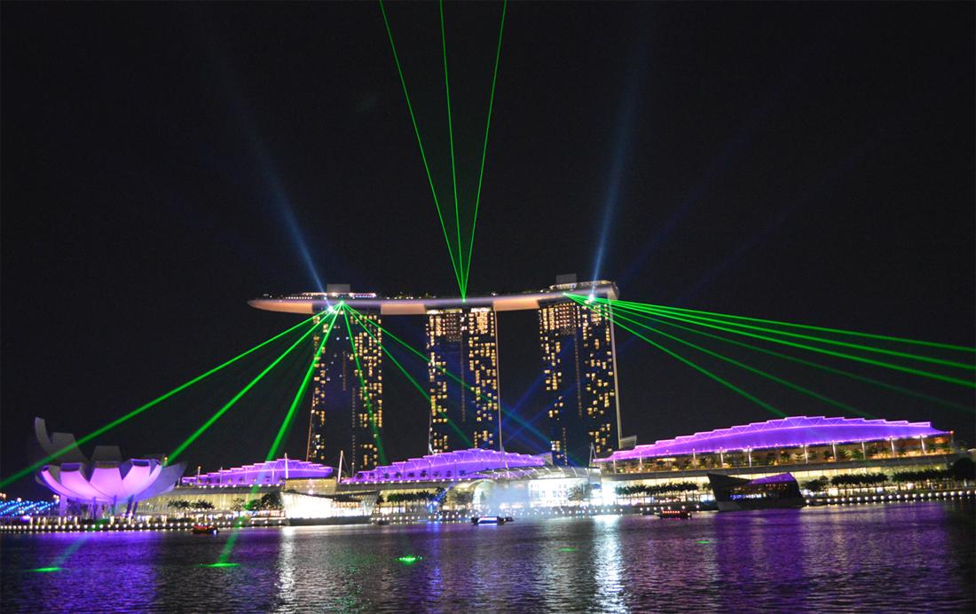 Лазерное шоу возе Marina Bay